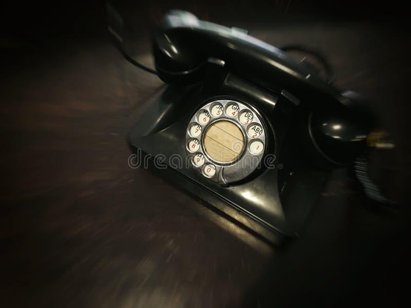Antik visartavlatelefon med suddig effekt för rörelse med begrepp tillbaka till historien royaltyfri foto