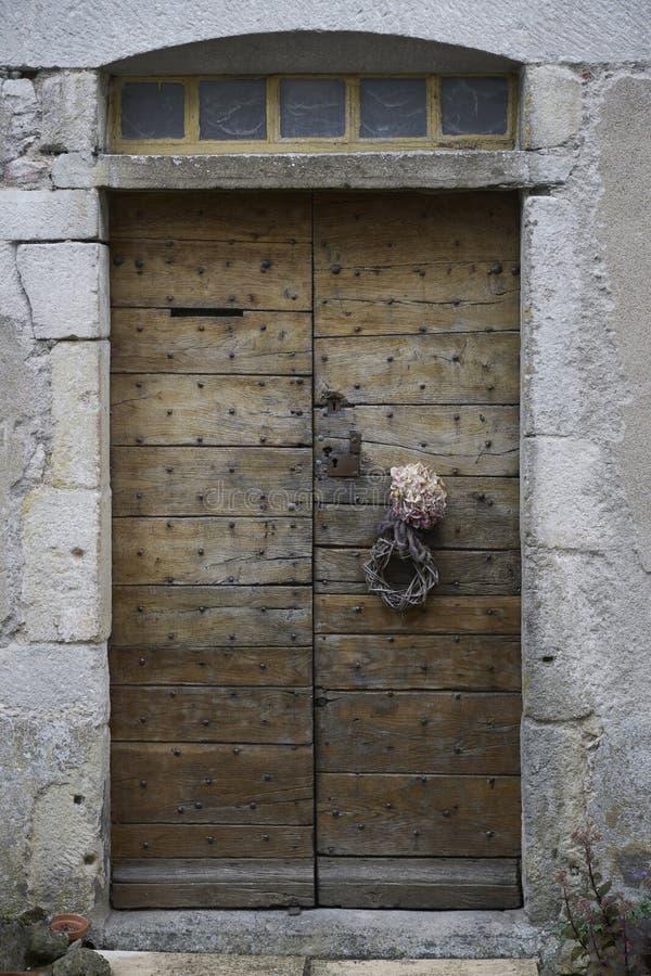 Antik wood vägg för dörr royaltyfria foton