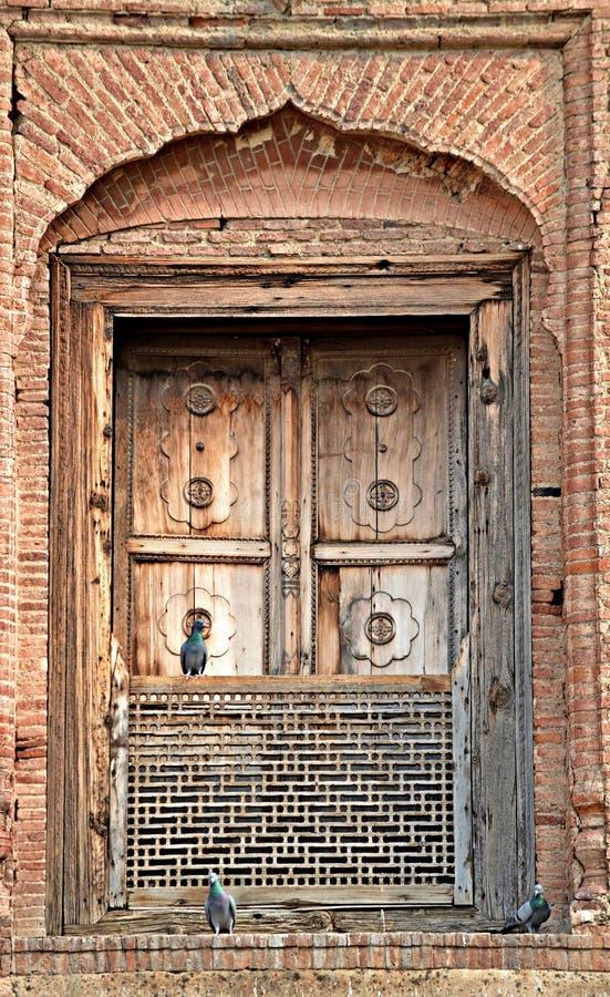 Antika fönster av det lahore fortet royaltyfria foton