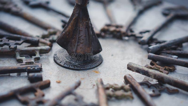 Antika Rusty Grunge Keys Collection arkivfoton
