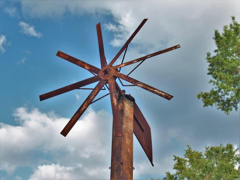 Antika Rusty Windmill arkivbild