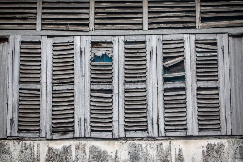 Antike Fenster, heraus getragen durch das Wetter lizenzfreie stockfotografie