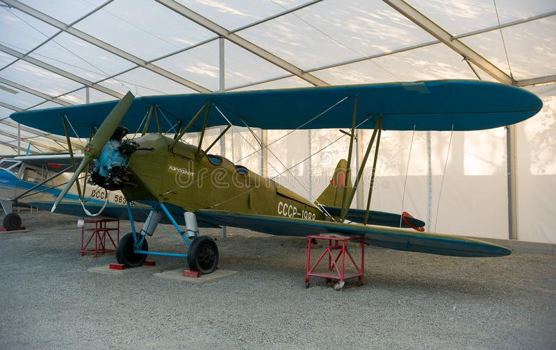 Antike Flugzeuge im Museum von Luftfahrt stockfotos