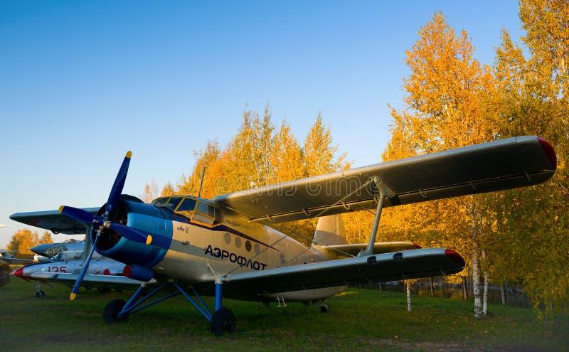 Antike Flugzeuge im Museum von Luftfahrt stockfoto