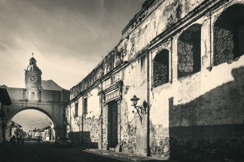 Antike Gebäude in Antigua, Guatemala stockfotos