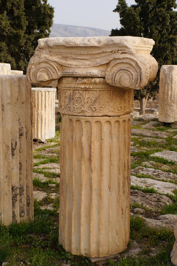 Antike griechische Spalte im Parthenon, Athen lizenzfreies stockfoto