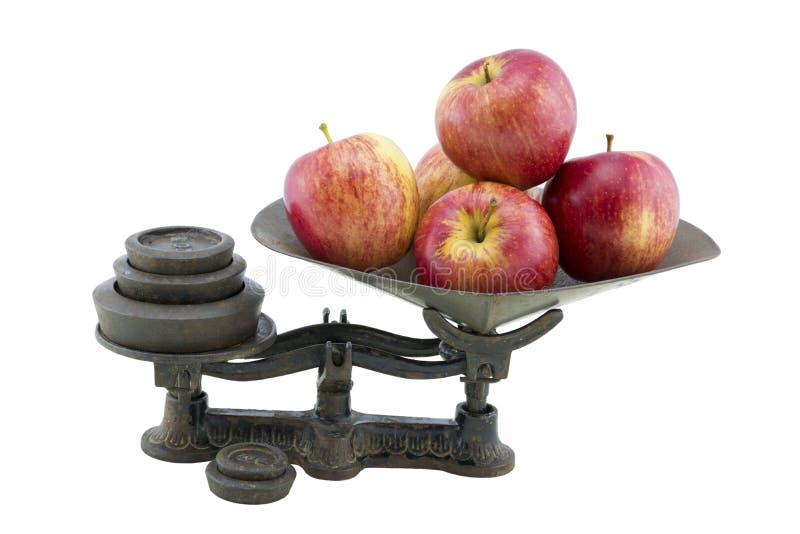 Antike Küchen-Skalen mit 5 Äpfeln lizenzfreies stockfoto