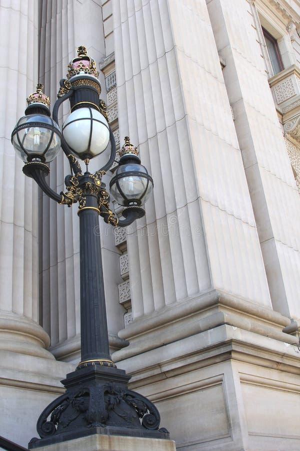 Antike Lampe am Parlamentsgebäude von Victoria, Melbourne, Australien lizenzfreies stockfoto