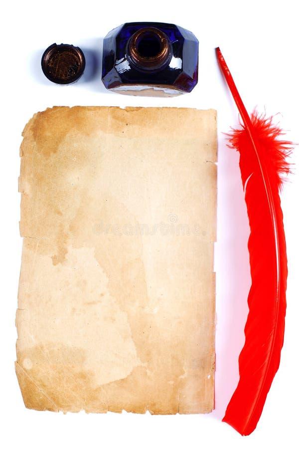Antike rote Feder und Tintenfaß stockfotos