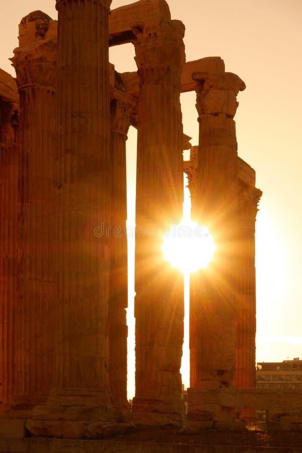 Antike Spalten im Sonnenlicht stockfotos