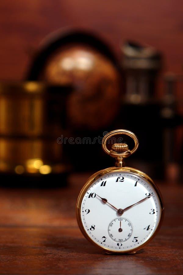 Antike Taschen-Uhr lizenzfreie stockbilder