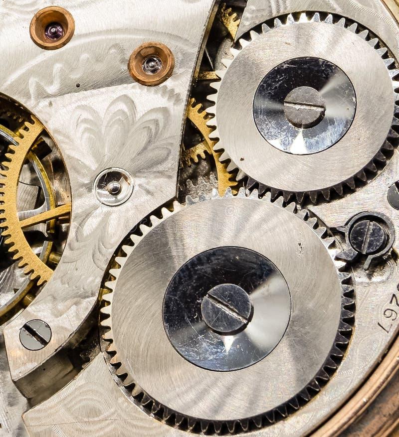 Antike Taschen-Uhr-Wicklungen im Abschluss lizenzfreies stockfoto