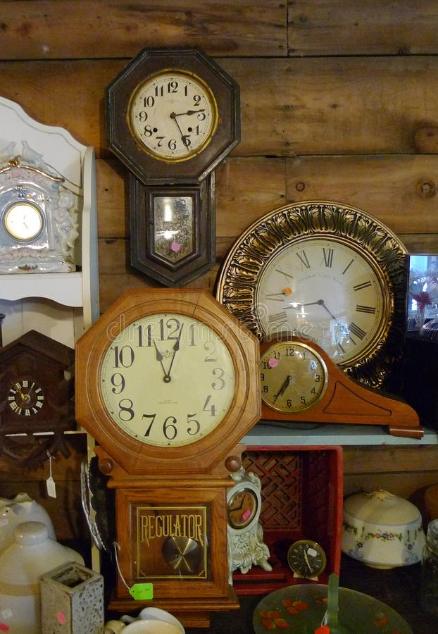 Antike Uhren, Wanduhren, Kaminsims stoppt, Sammlung ab stockfotos