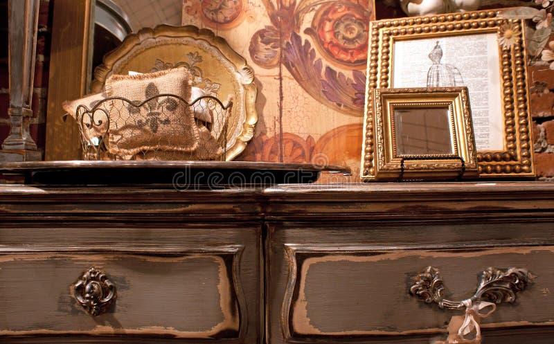 Antiker Aufbereiter und französischer Dekor lizenzfreies stockfoto