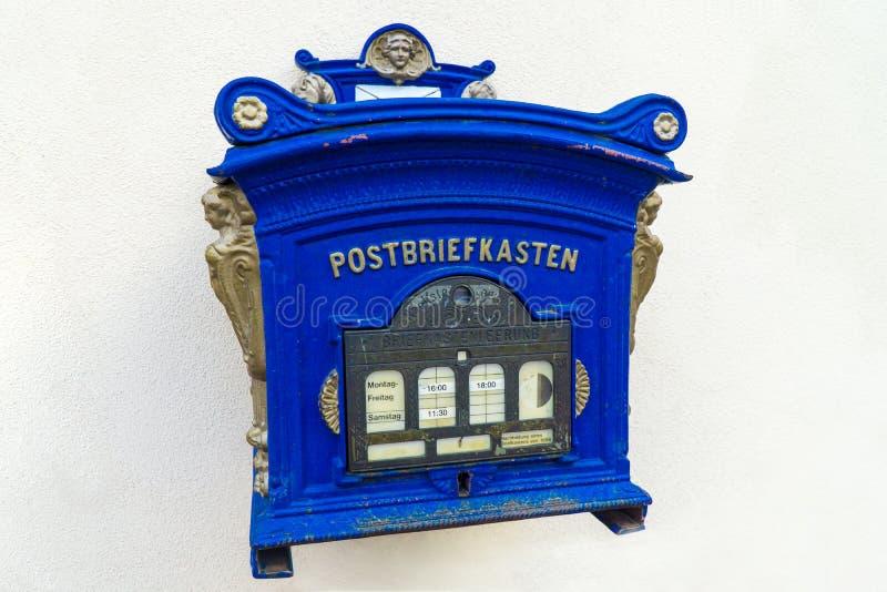 Antiker Briefkasten lizenzfreie stockbilder