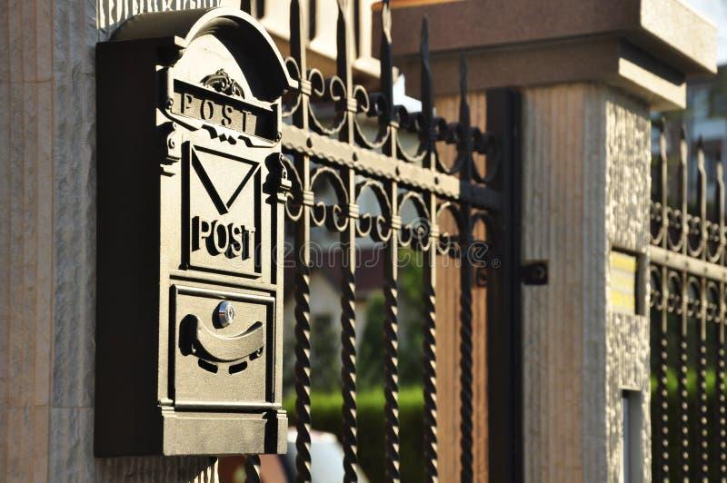 Antiker Briefkasten lizenzfreie stockfotos