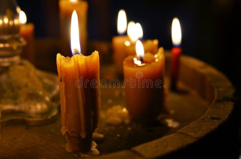 Antiker Kerze Burning lizenzfreie stockbilder