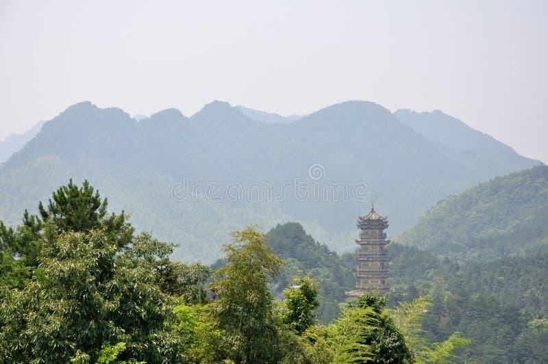 Antiker Kontrollturm im Berg Jiuhua China stockbilder
