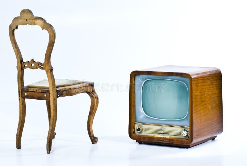 Antiker Stuhl und Fernsehen stockfoto