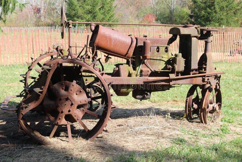 Antiker Traktor stockfotos