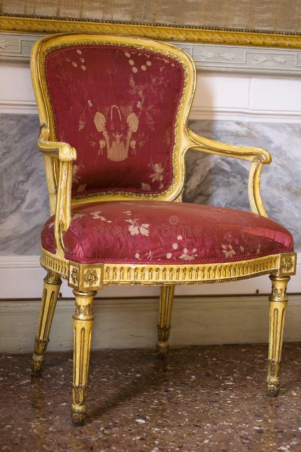 Antiker venetianischer Stuhl lizenzfreie stockbilder