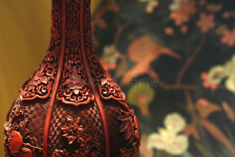 Antiker Zinnobervasen-Detailhintergrund stockfotografie