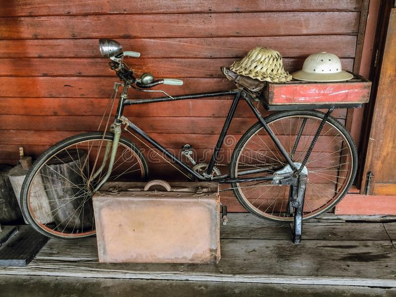 Antikes Fahrrad lizenzfreie stockbilder