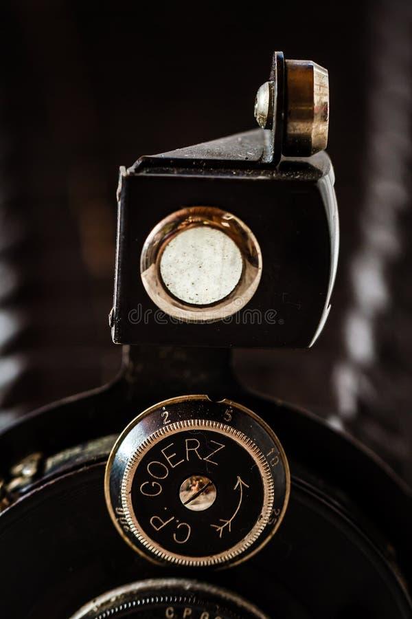 Antikes Goerz Berlin, Compur-Falten-Kamera auf Marmorhintergrund lizenzfreies stockfoto