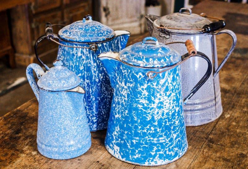 Antikes graniteware, speckleware, Enamelware, Agateware, Kaffeetöpfe stockfotografie