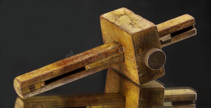 Antikes hölzernes Markierungs- oder Ausschnittmessgerätwerkzeug stockfotografie