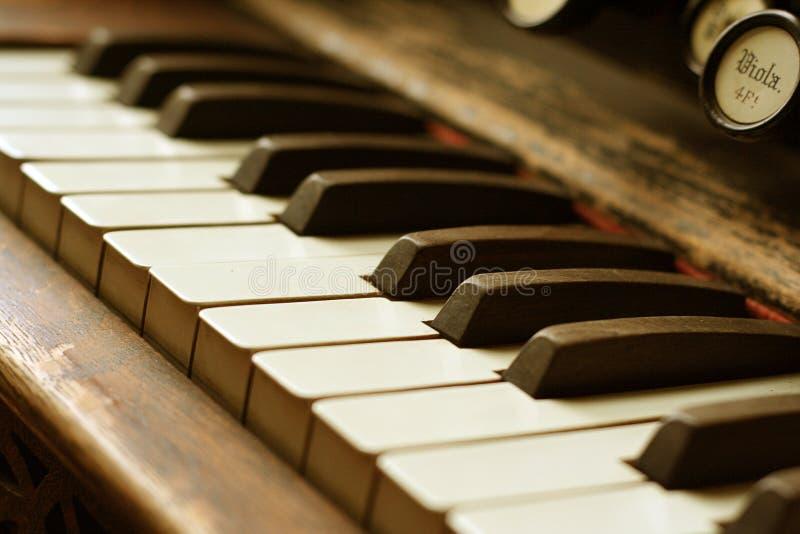 Antikes Klavier lizenzfreies stockfoto