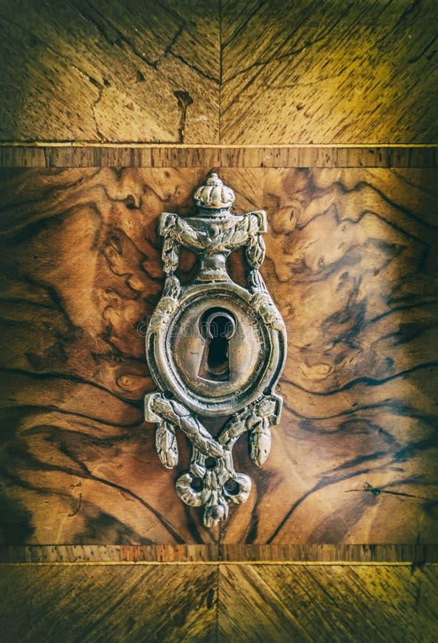 Antikes Metallschlüsselloch stockfotos