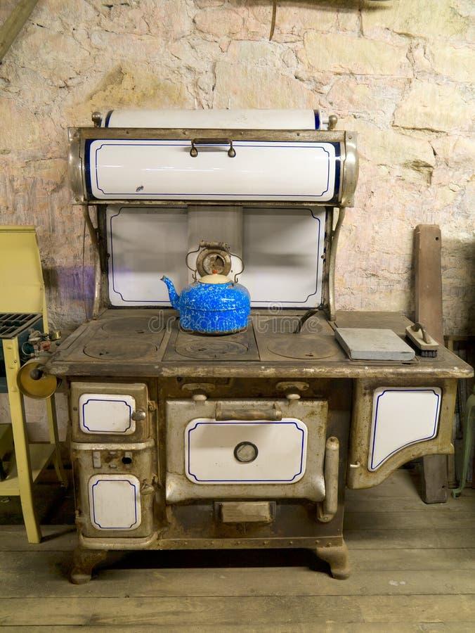 Antikes Naptha Kerosin abgefeuerter Ofen lizenzfreie stockfotografie