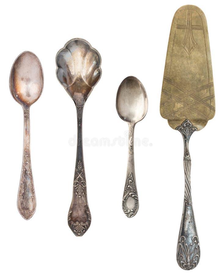 Antikt bestick f?r tappning som isoleras p? vit bakgrund Retro teskedar, gafflar, knivar, skyfflar för kaka royaltyfri fotografi