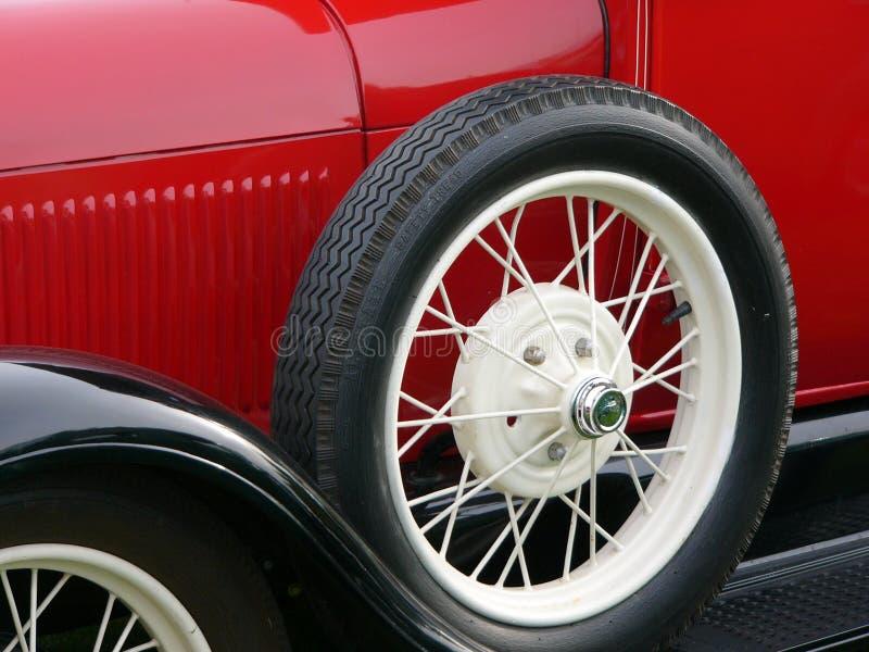 antikt bilhjul royaltyfri bild