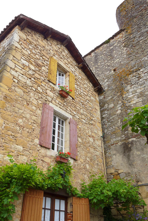 Antikt franskt medeltida hus royaltyfri bild