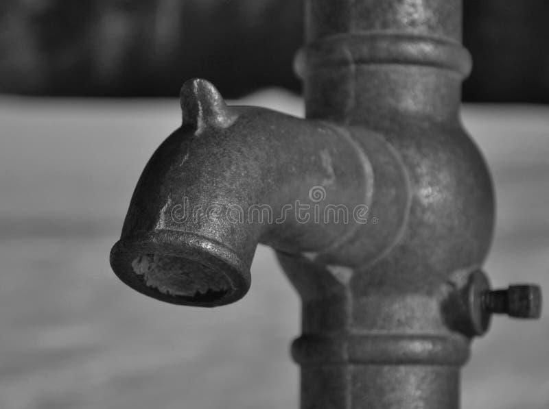 Antikt uttag för väl pump för hand royaltyfri bild
