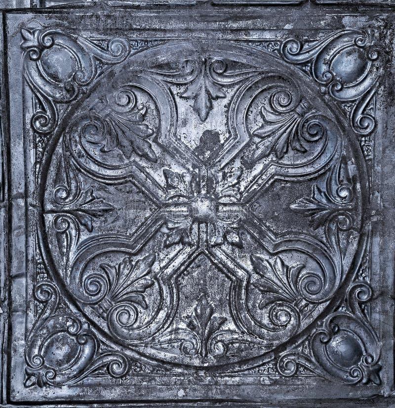 Antikvitet målad metalltegelplatta royaltyfri foto
