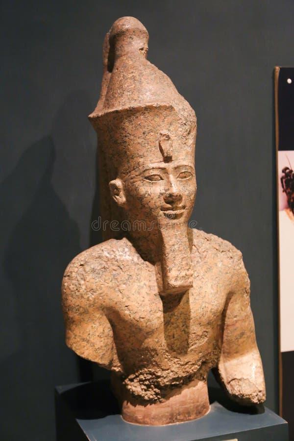 Antikviteterna för staty för konung Tutankhamen de forntida, Luxor museum på Egypten arkivfoto