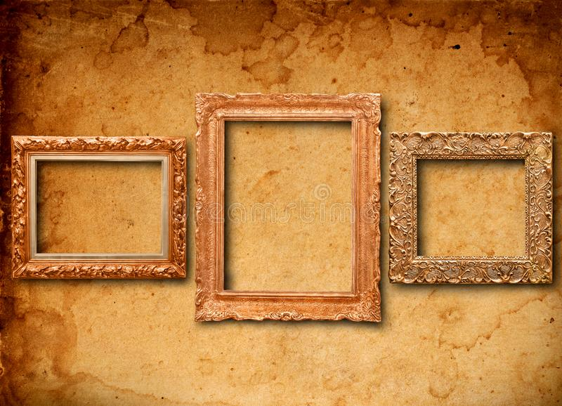 Antikvitetramar på tapeten arkivbilder