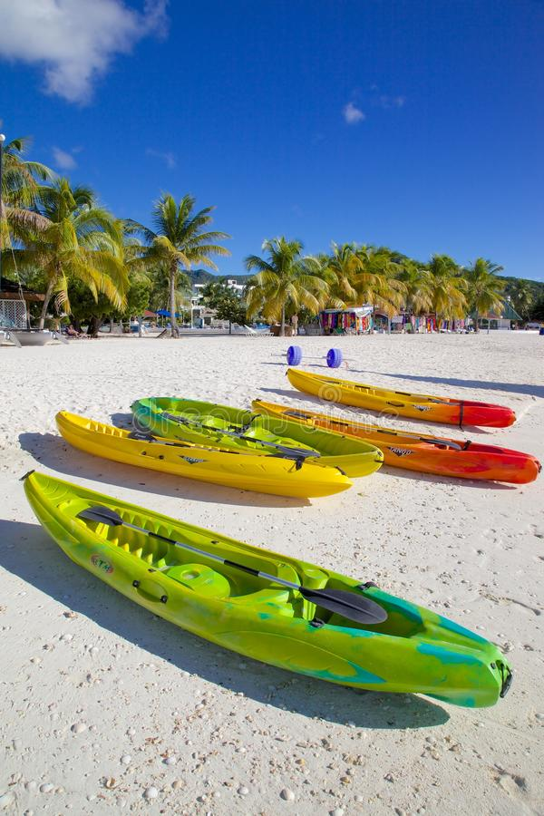 Antillen, Karibische Meere, Antigua, St Mary, Jolly Harbour, Strand lizenzfreie stockfotografie