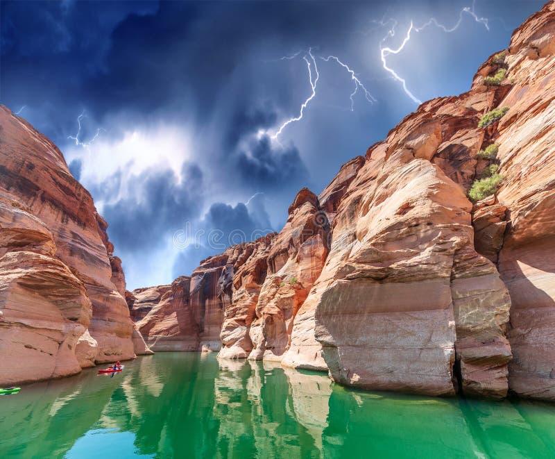 Antilopecanion tijdens een onweer, Meer Powell, Arizona stock afbeeldingen