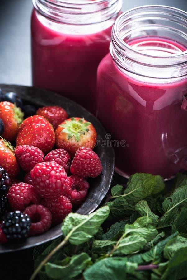 Antioxydant tout le smoothie de baie image stock