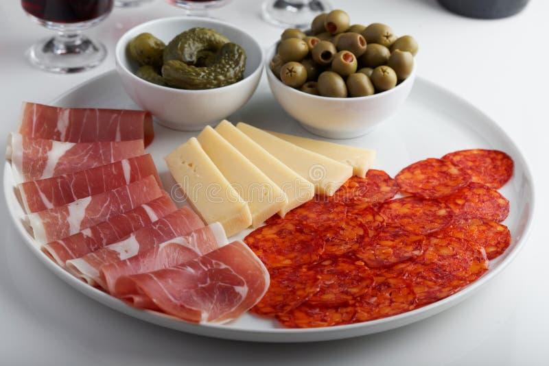 Antipasto традиционное итальянское блюдо закуски стоковые изображения