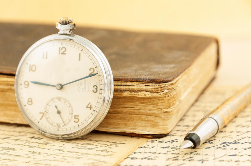 Download Antique Book And Clock Royalty Free Stock Images - Image: 29910899