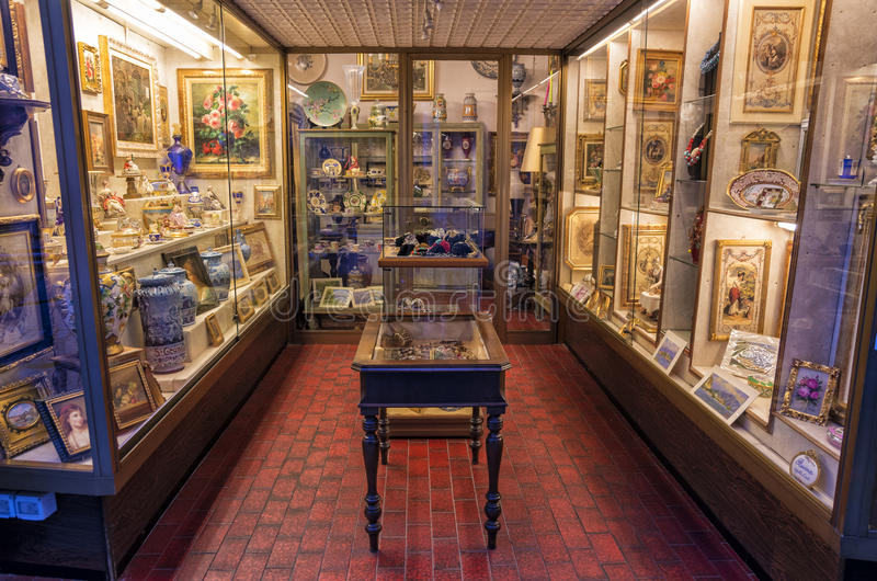 Antique ceramic and porcelain pottery shop, Italy stock photography