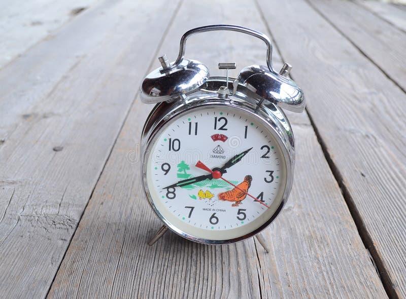 Antique Cinese Clock Diamond! Orologio con motivi Chikens fotografia stock