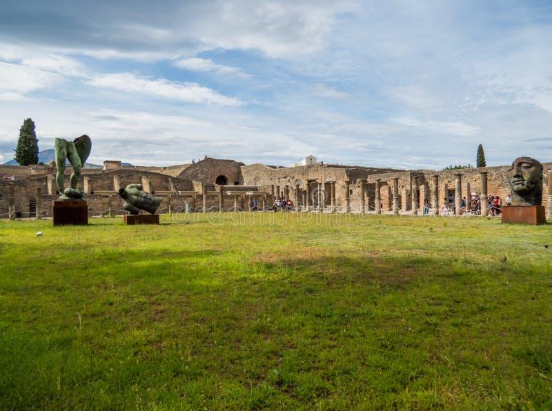 Antique et moderne à Pompeii photographie stock