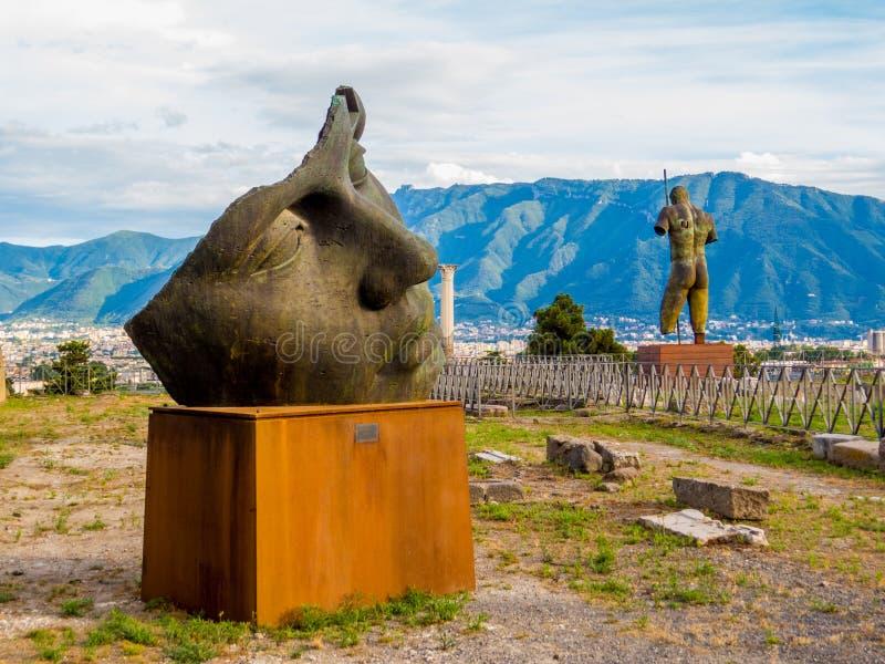 Antique et moderne à Pompeii images libres de droits