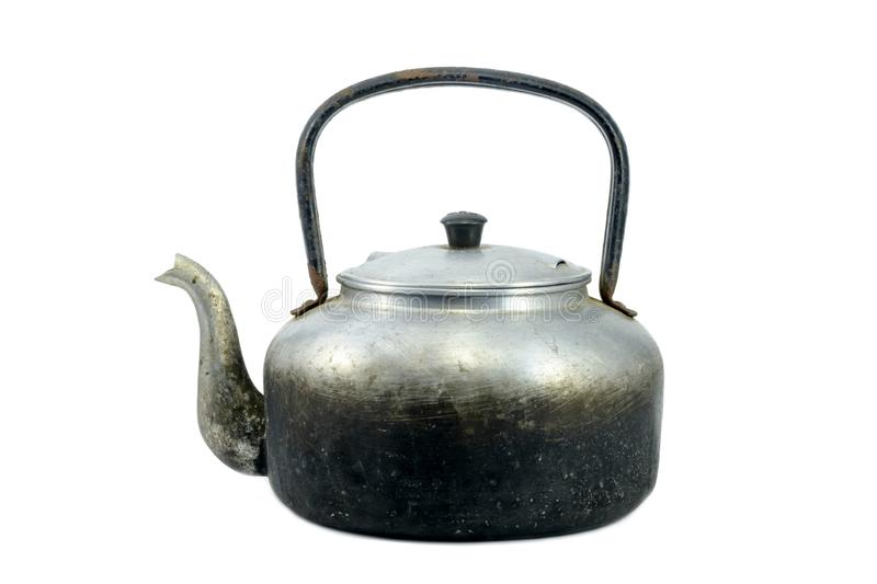 Antique Kettle à l'ancienne condition a isolé le fond blanc photos stock